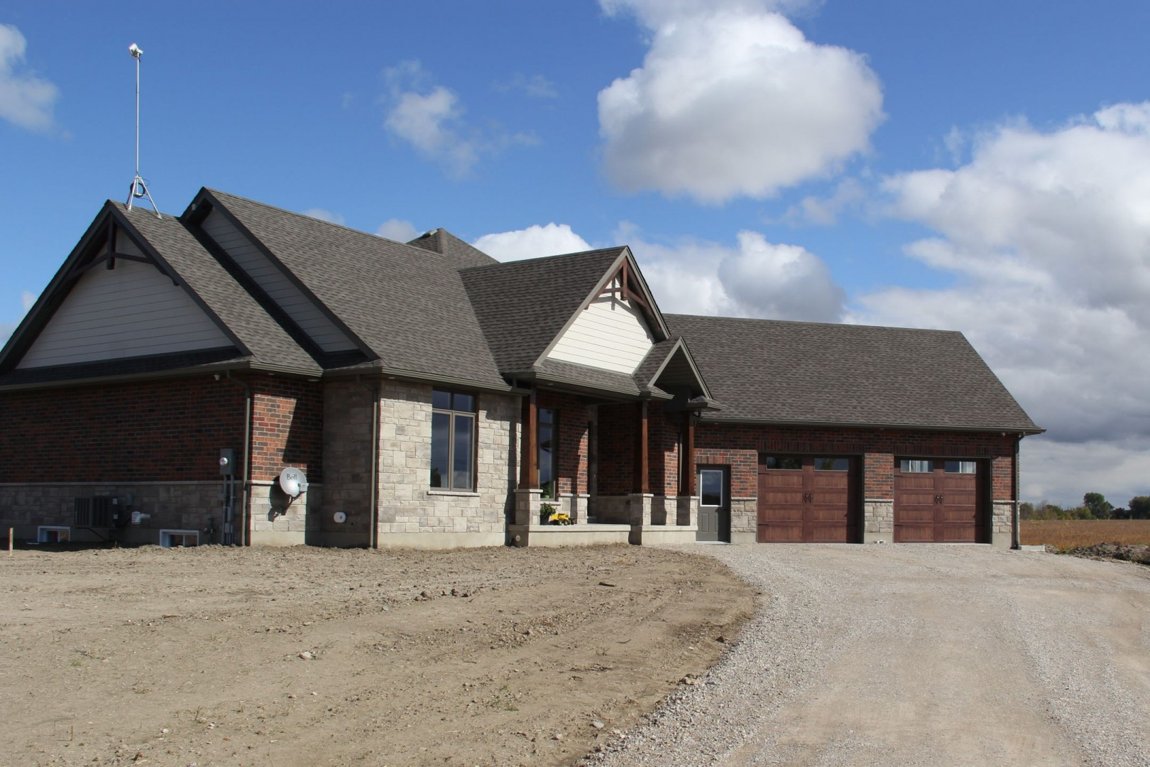 Grand_Bend_Road_2014_front_of_home