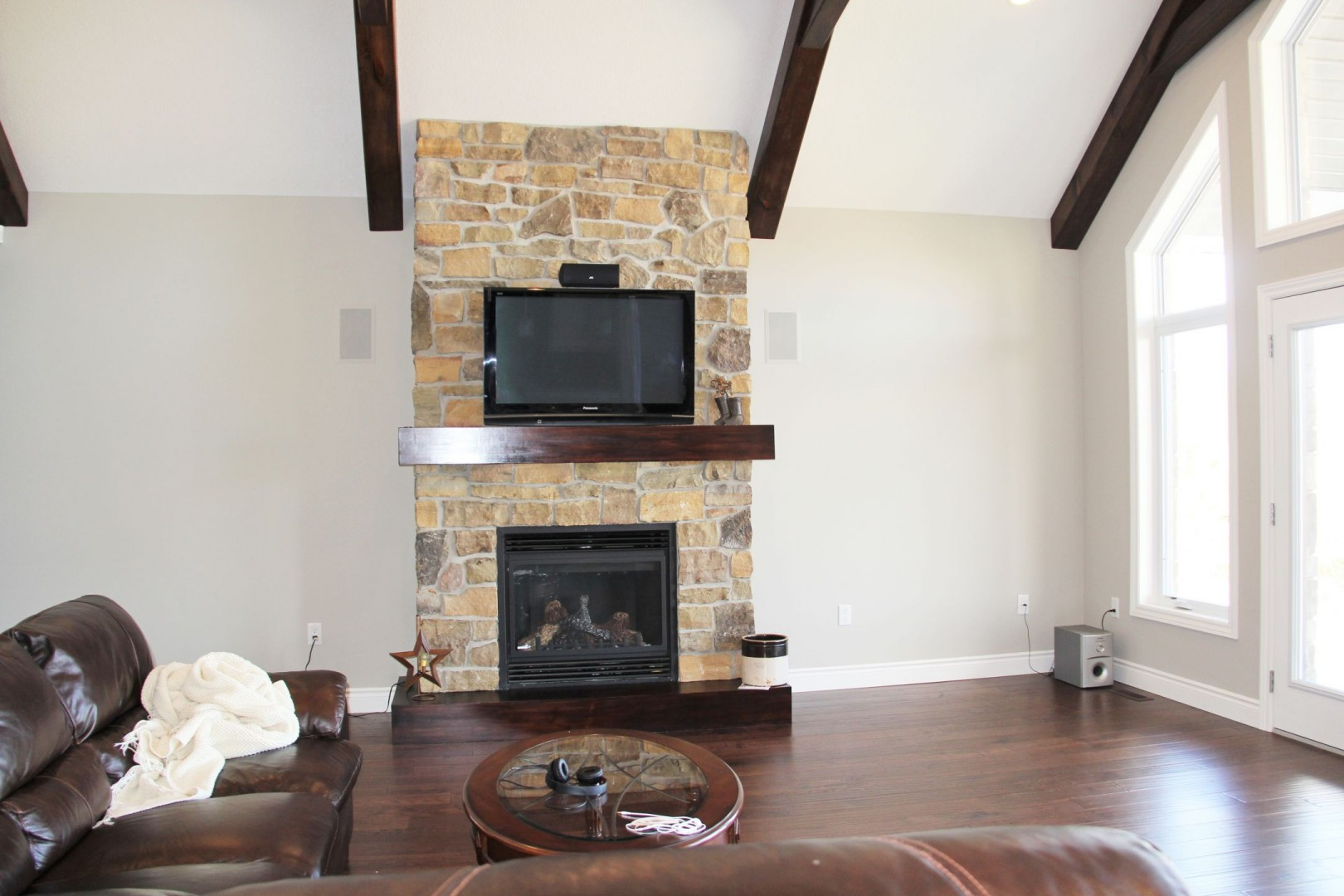 Grand_Bend_Road_2014_great_room_fireplace