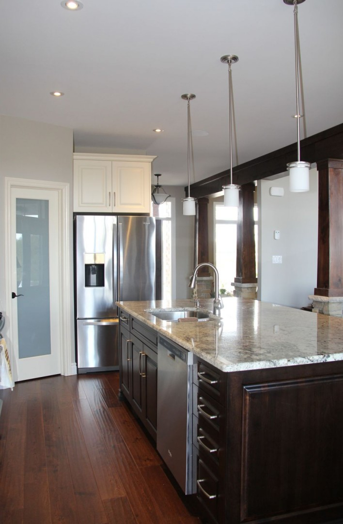 Grand_Bend_Road_2014_kitchen_island_with_corner_pantry