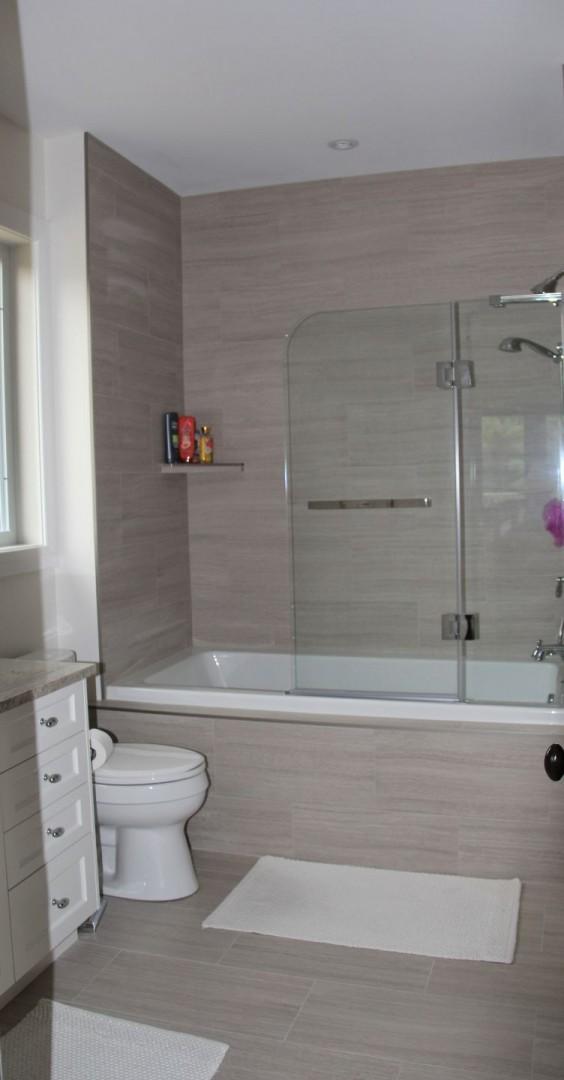 Laura Nicholson - apartment bathroom