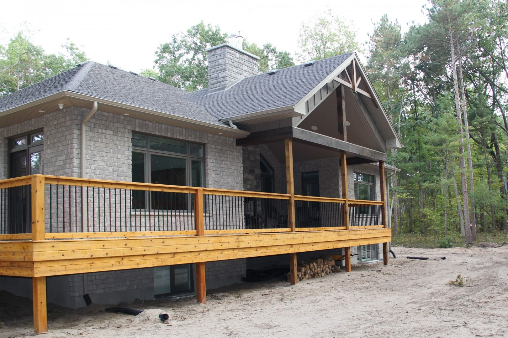 huron-woods-home-2015_rear_deck