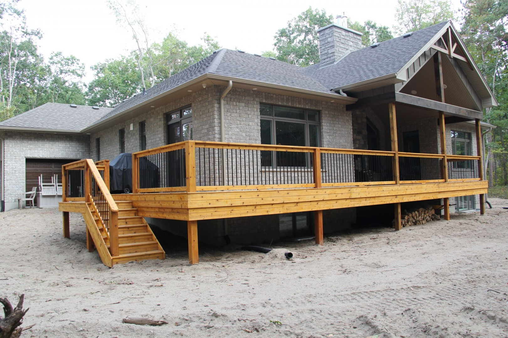 huron-woods-home-2015_rear_deck_2