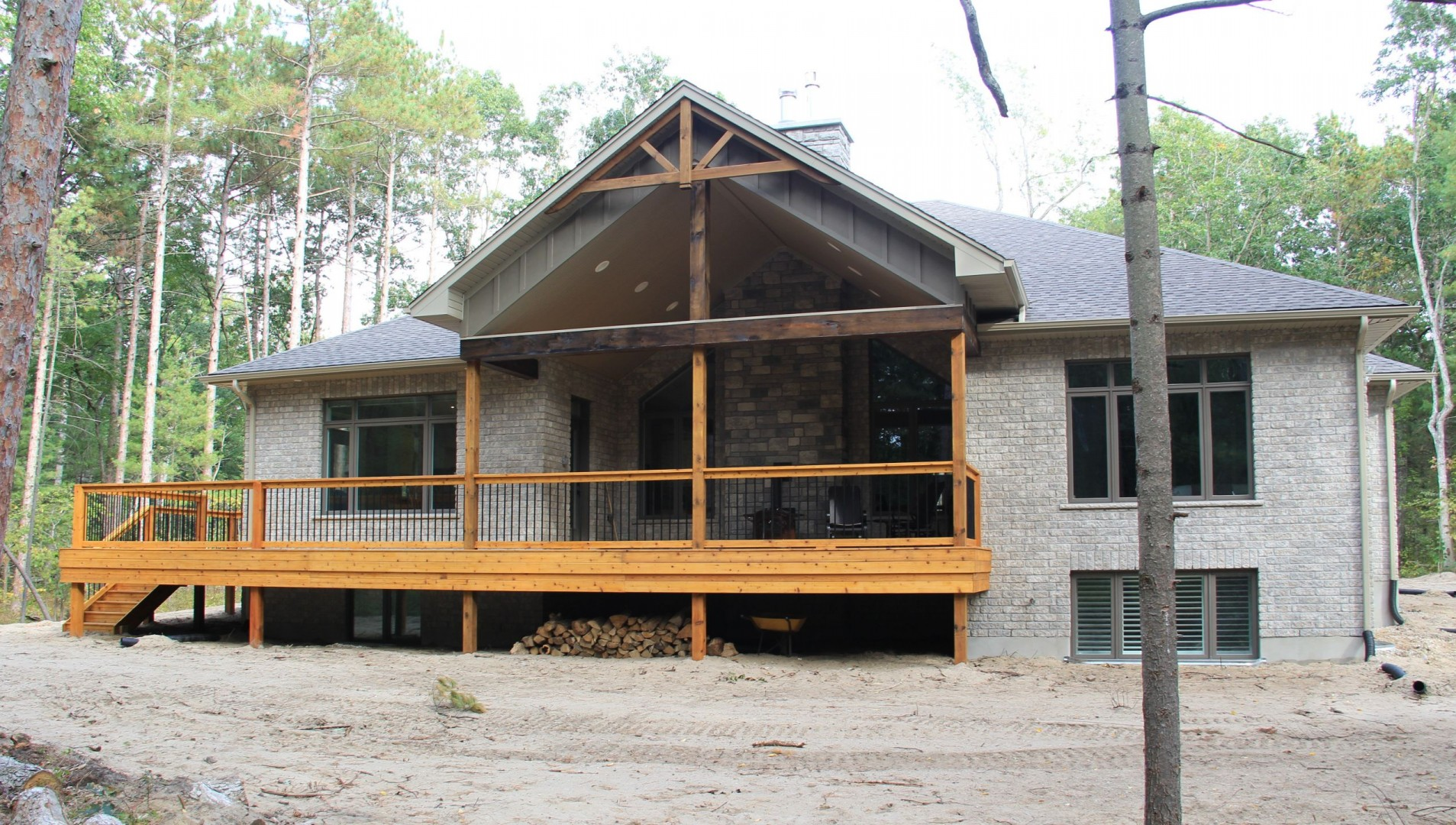 huron-woods-home-2015_rear_deck_3