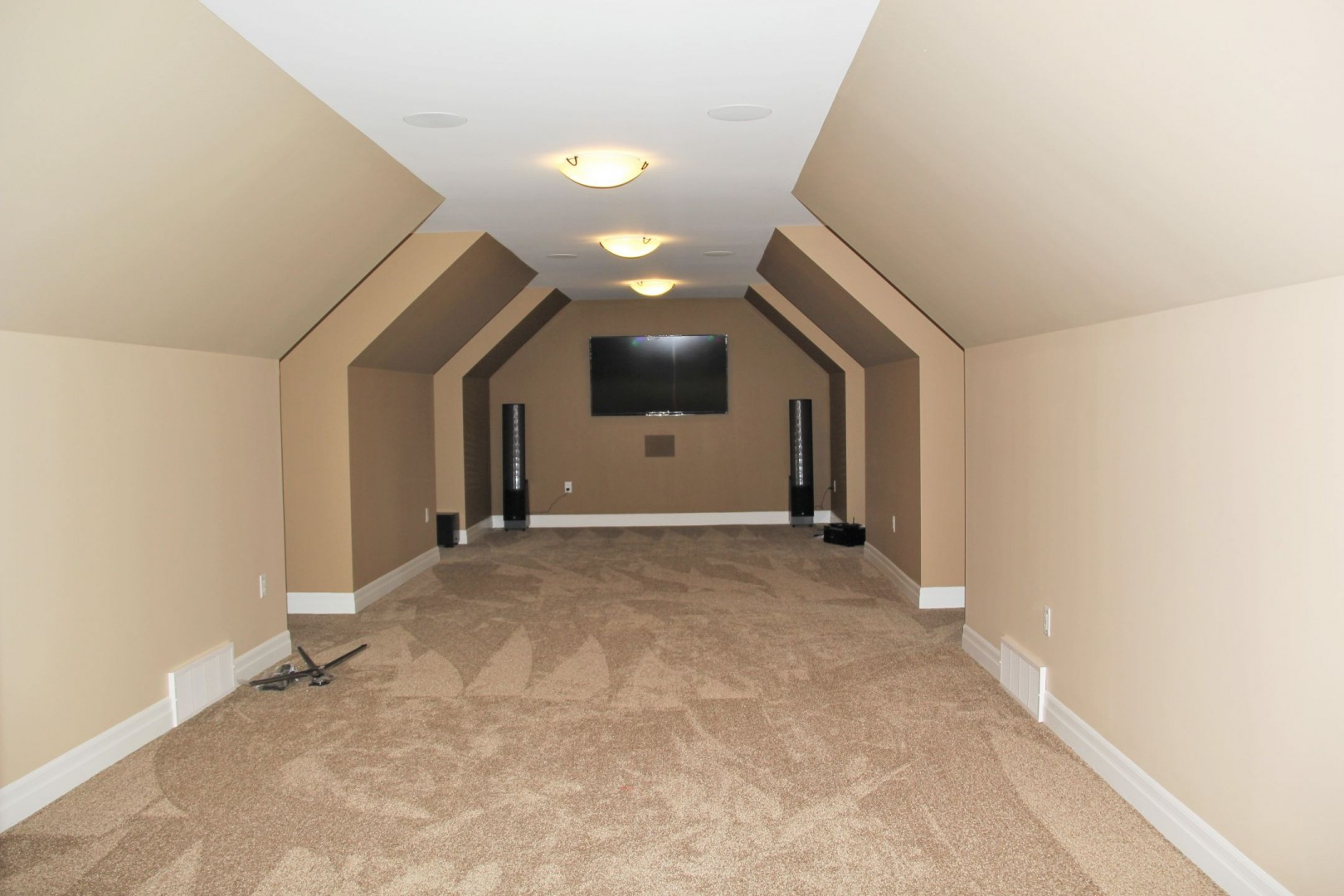 red-pine-road-home_theatre_room